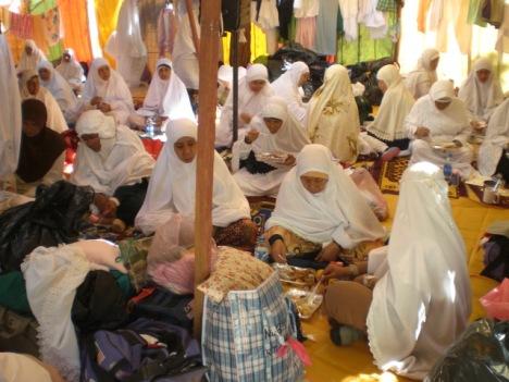 Kembara sedang bersiap untuk masuk waktu berwuquf di Padang Arafah