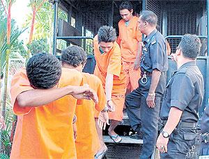 pemuda Melayu didakwa rogol seorang gadis 15 tahun.